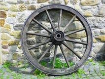 Roda de vagão de madeira imagens de stock royalty free