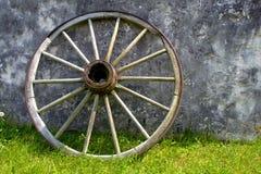 Roda de vagão velha Fotografia de Stock