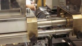 Roda denteada de giro do equipamento mecânico da engrenagem vídeos de arquivo