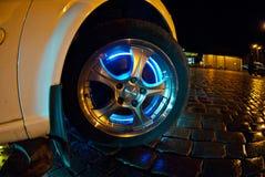 Roda do automóvel com iluminação de néon Fotografia de Stock