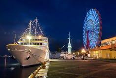 Roda do navio de cruzeiros e de Ferris de Kobe Fotografia de Stock
