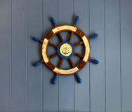 Roda do navio na parede Fotografia de Stock Royalty Free