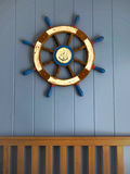 Roda do navio na parede Imagem de Stock Royalty Free