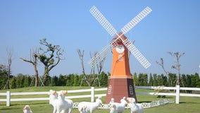 Roda do Pin ou moinho de vento e decoração da jardinagem video estoque