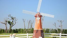 Roda do Pin ou moinho de vento e decoração da jardinagem vídeos de arquivo