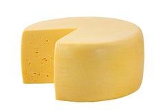 Roda do queijo isolada no branco com trajeto de grampeamento fotografia de stock