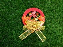 Roda dos veados vermelhos e do ` dourado do conceito do Natal do ` da fita Imagem de Stock