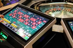 Roda e exposições eletrônicas de roleta do casino Fotografia de Stock