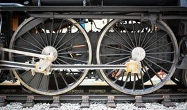 Roda e hastes velhas da locomotiva de vapor do Grunge Imagem de Stock