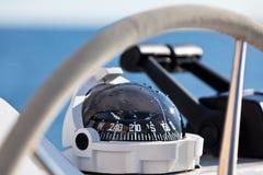 Roda e implementar de controle do iate da navigação Foto de Stock