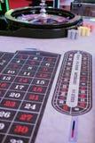 Roda e microplaquetas clássicas de roleta do casino Imagens de Stock