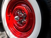 Roda e pneu clássicos fotografia de stock royalty free