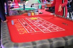Roda e tabela clássicas de roleta do casino Foto de Stock Royalty Free