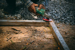 Roda elétrica que mói na construção de aço Foto de Stock Royalty Free