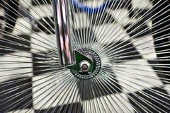 Roda feita sob encomenda com os raios para a bicicleta do vintage fotografia de stock