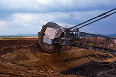 Roda gigante da máquina escavadora foto de stock