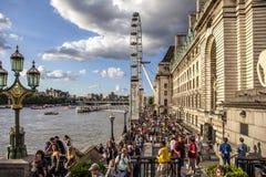 Roda grande e Thames River de Londres Fotos de Stock Royalty Free