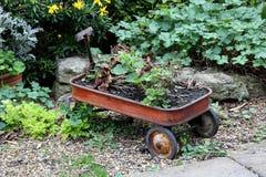 Roda oxidada do carrinho de mão Imagem de Stock