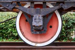 Roda oxidada velha do carro railway Imagens de Stock