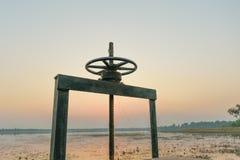 Roda para a água do dreno Fotos de Stock Royalty Free