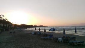 Roda plaża Corfu przy zmierzchem Fotografia Royalty Free