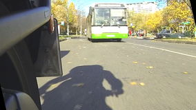 A roda traseira de uma motocicleta filme