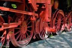 Roda vermelha de um trem abandonado velho Imagens de Stock
