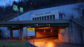 RODA, WV - cerca do 1º de abril de 2019 - lapso de tempo do túnel de roda em West Virginia no uso editorial da noite somente filme