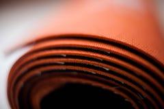 Rodado encima de la estera de la yoga Fotografía de archivo libre de regalías