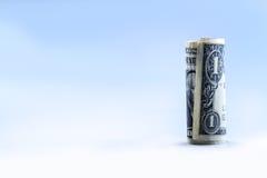 Rodado una vertical del soporte del billete de banco del dólar Fotografía de archivo