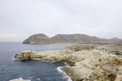 Rodalquilar, cabo de gata, Андалусия, Испания, Европа, замок San Ramon на playazo el пляжа Стоковая Фотография RF