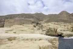 Rodalquilar, cabo de Gata, Andalucía, España, Europa, el castillo de San Ramon en el playazo del EL de la playa Imágenes de archivo libres de regalías