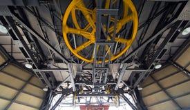 Rodas amarelas do cabo aéreo Fotografia de Stock