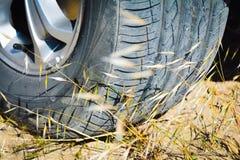 Rodas de carro na areia Fotografia de Stock