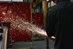 Rodas de moedura lustradas, pulverizadores do metal de processamento imagens de stock