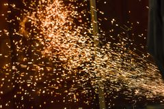 Rodas de moedura lustradas, pulverizadores do metal de processamento fotografia de stock