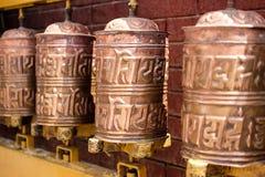 Rodas de oração no templo de Boudhanath, Kathmandu, Nepal foto de stock