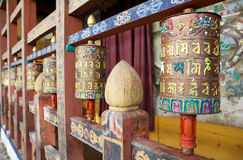 Rodas de oração no Trongsa Dzong, Trongsa, Butão fotografia de stock