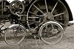Rodas de um motor que de vapor um vintage bicycle Fotografia de Stock Royalty Free