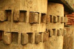 Rodas denteadas de madeira fotografia de stock royalty free