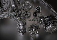 Rodas denteadas pretas e de prata em um branco imagem de stock royalty free