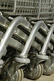 Rodas do carro de compra fotografia de stock