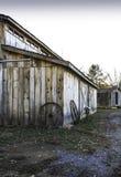 Rodas do celeiro e de vagão Fotografia de Stock