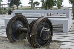 Rodas do metal pesado perdidas de um trem Fotografia de Stock Royalty Free
