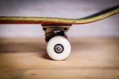 Rodas e caminhões brancos do skate Imagem de Stock Royalty Free