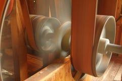 Rodas e correias de transmissão imagens de stock