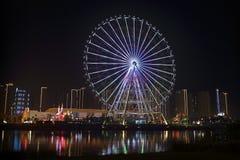 Rodas grandes do casino ao lado do rio Fotografia de Stock Royalty Free