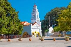 Rodas, Grecia - 11 de agosto de 2018: Monasterio de la Virgen Tsambiki en la isla de Rodas, Grecia imagen de archivo