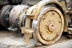 Rodas velhas e oxidadas do bonde imagens de stock