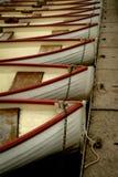 Roddbåtar i en Lineup som ses i Versailles, Frankrike royaltyfri bild